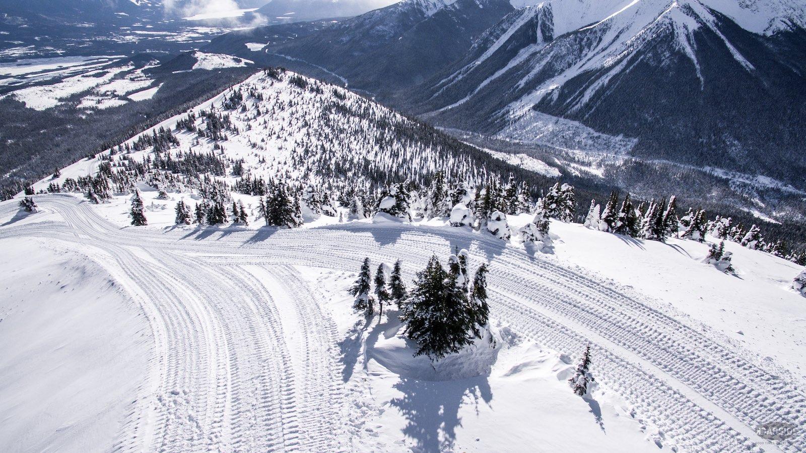 cat-road-cariboo-cat-skiing-rad-media